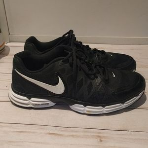 Sneakers by Nike 🍀🍀👠